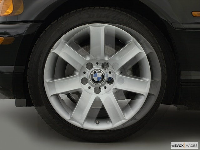 2000 BMW 3 Series Front Drivers side wheel at profile