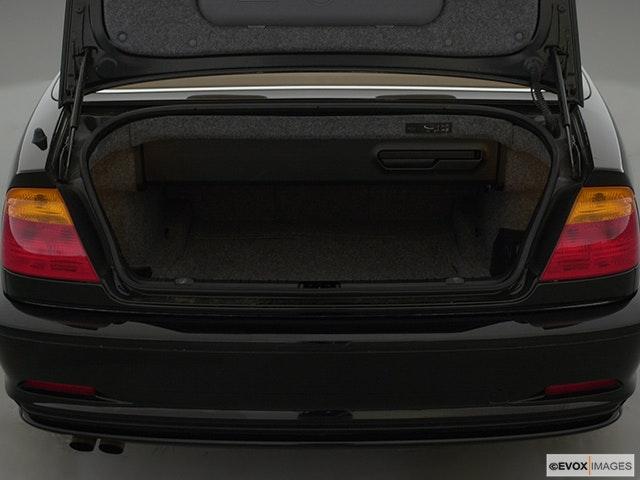 2000 BMW 3 Series Trunk open