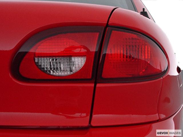 2000 Chevrolet Cavalier Passenger Side Taillight