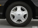 2000 Chevrolet Malibu Front Drivers side wheel at profile