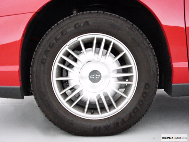 2000 Chevrolet Monte Carlo Front Drivers side wheel at profile