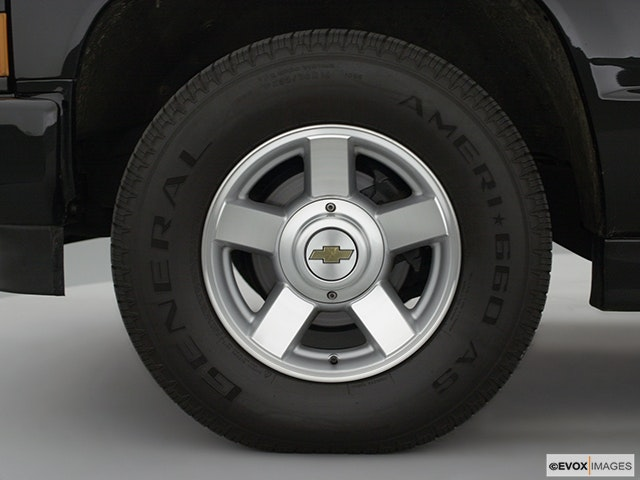 2000 Chevrolet Tahoe Front Drivers side wheel at profile