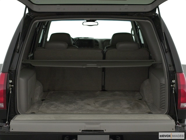 2000 Chevrolet Tahoe Trunk open