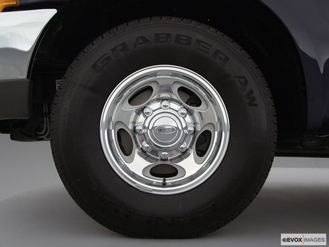2000 Ford F-250 Super Duty Front Drivers side wheel at profile