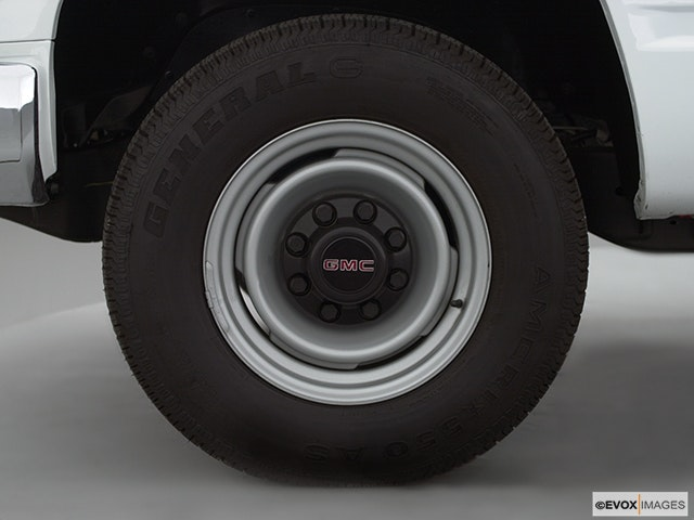 2000 GMC Sierra 2500 Front Drivers side wheel at profile