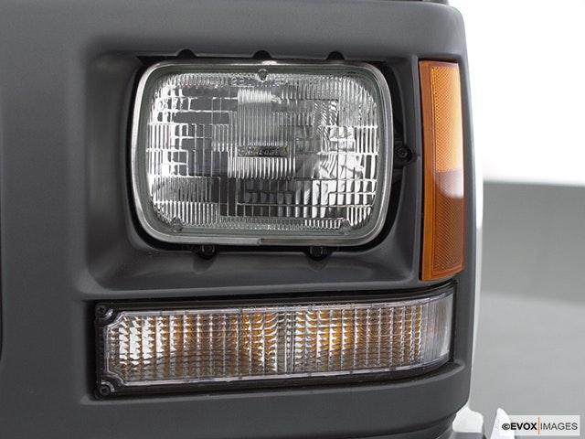 2000 GMC Sierra 2500 Drivers Side Headlight