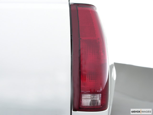 2000 GMC Sierra 2500 Passenger Side Taillight