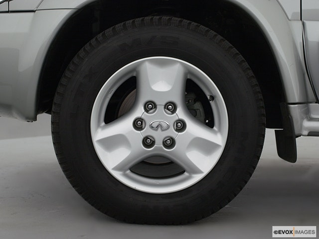 2000 INFINITI QX4 Front Drivers side wheel at profile