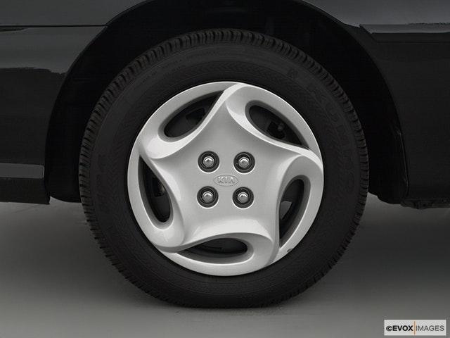 2000 Kia Sephia Front Drivers side wheel at profile