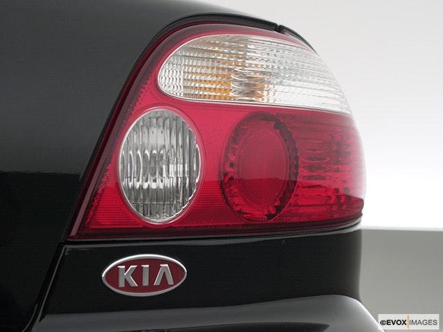 2000 Kia Sephia Passenger Side Taillight
