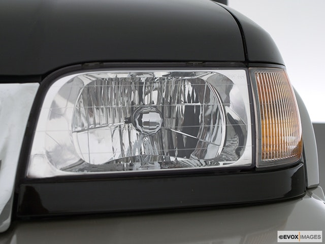 2000 Kia Sportage Drivers Side Headlight