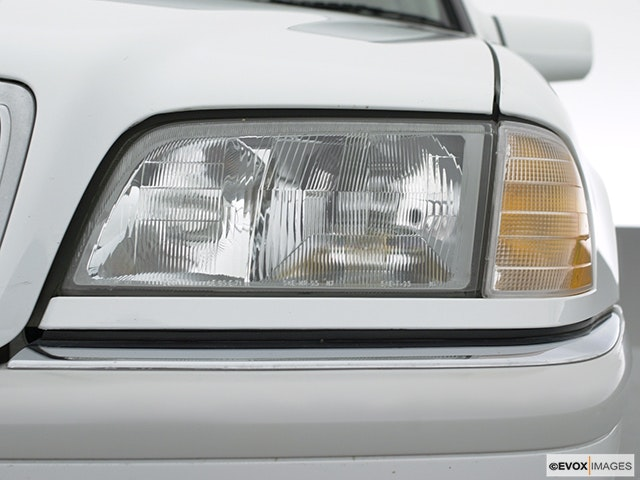 2000 Mercedes-Benz C-Class Drivers Side Headlight