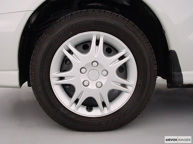 2000 Mitsubishi Galant Front Drivers side wheel at profile