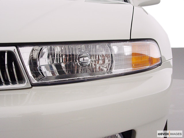 2000 Mitsubishi Galant Drivers Side Headlight