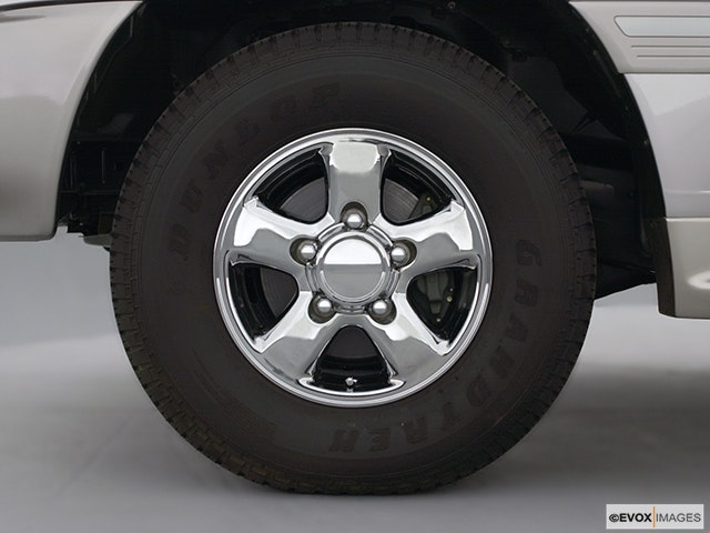 2000 Toyota Land Cruiser Front Drivers side wheel at profile