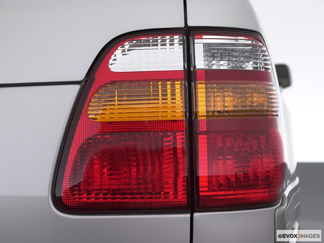 2000 Toyota Land Cruiser Passenger Side Taillight