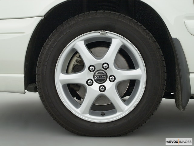2000 Volvo V40 Front Drivers side wheel at profile