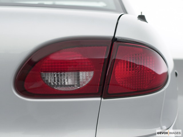 2001 Chevrolet Cavalier Passenger Side Taillight
