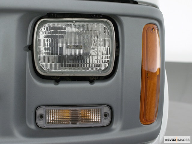 2001 Chevrolet Express Cargo Drivers Side Headlight