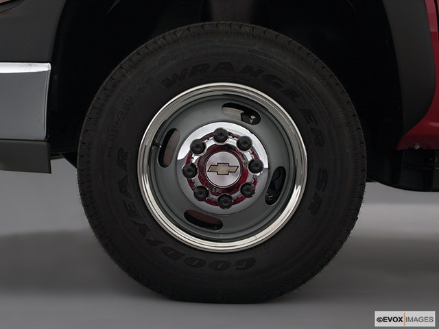 2001 Chevrolet Silverado 3500 Front Drivers side wheel at profile