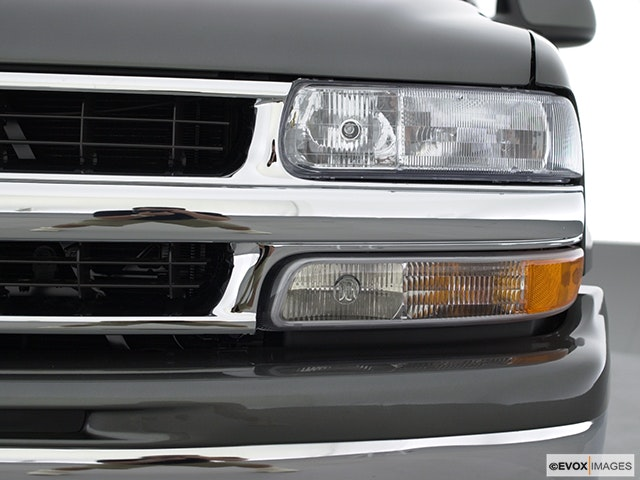 2001 Chevrolet Tahoe Drivers Side Headlight