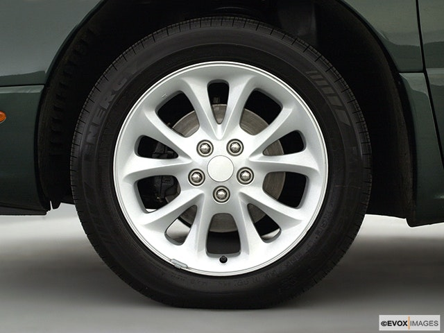2001 Chrysler LHS Front Drivers side wheel at profile