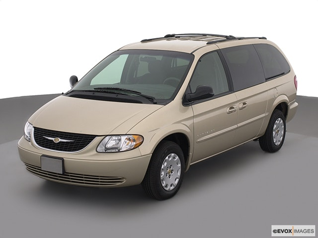 2001 Chrysler Town and Country Front angle view