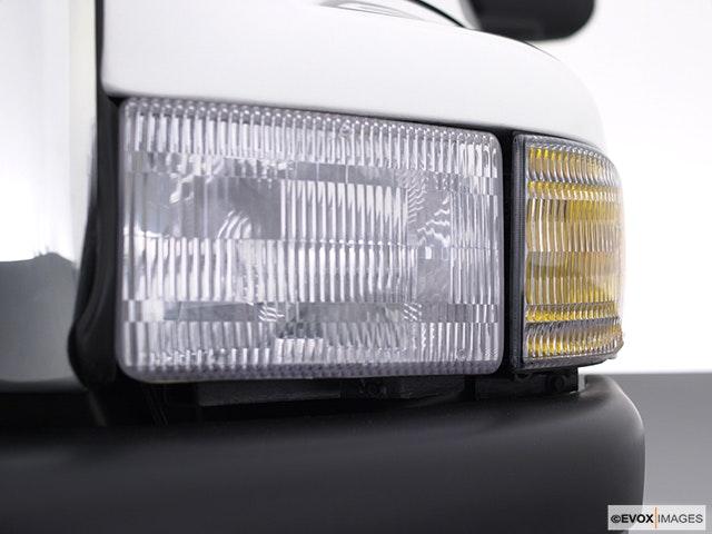 2001 Dodge Ram Pickup 2500 Drivers Side Headlight