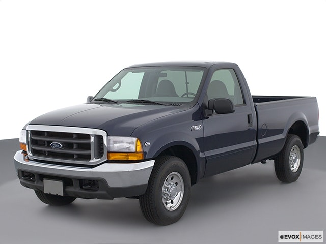2001 Ford F-250 Super Duty Front angle view