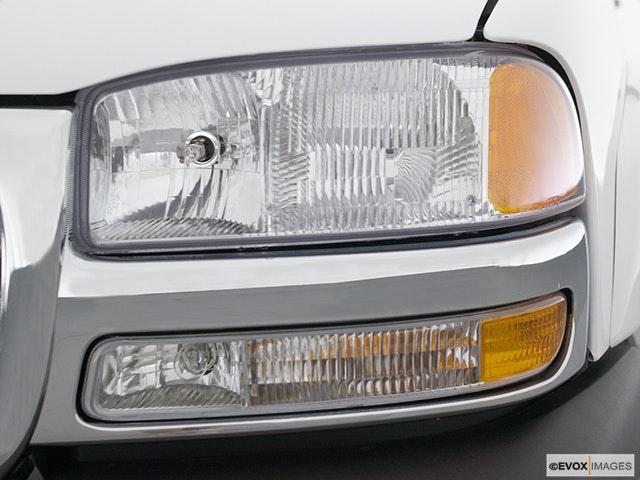 2001 GMC Sierra 2500HD Drivers Side Headlight