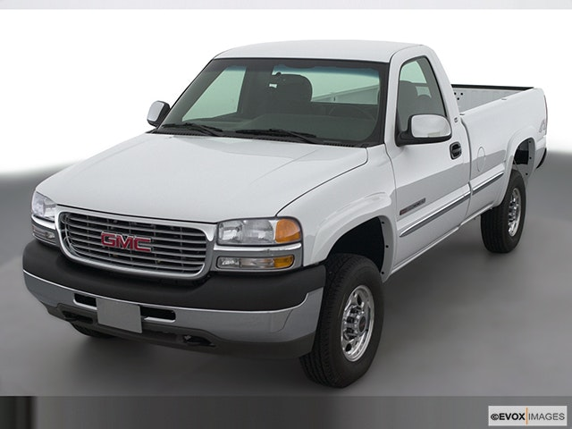 2001 GMC Sierra 2500HD Front angle view
