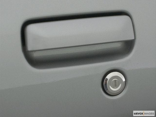 2001 INFINITI QX4 Drivers Side Door handle