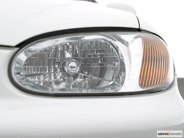 2001 Kia Sephia Drivers Side Headlight