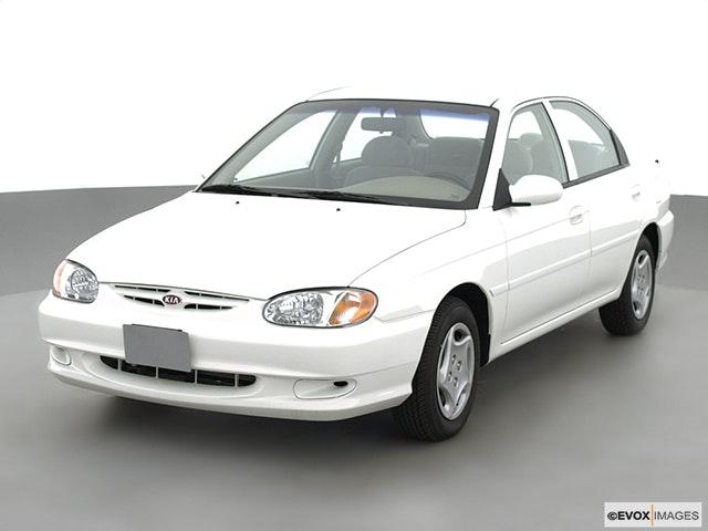 2001 Kia Sephia Front angle view