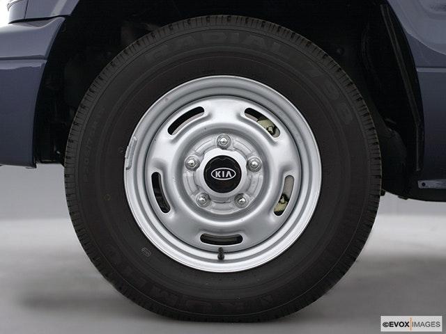 2001 Kia Sportage Front Drivers side wheel at profile