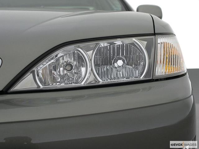 2001 Lexus ES 300 Drivers Side Headlight