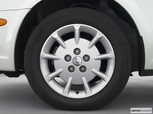 2001 Nissan Maxima Front Drivers side wheel at profile