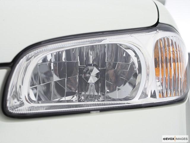2001 Nissan Maxima Drivers Side Headlight