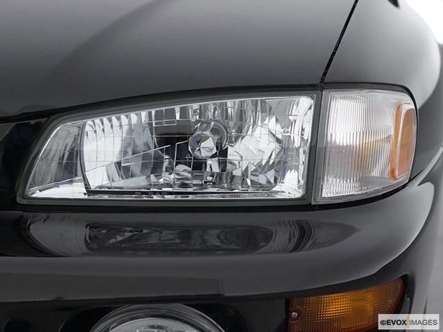 2001 Subaru Impreza Drivers Side Headlight