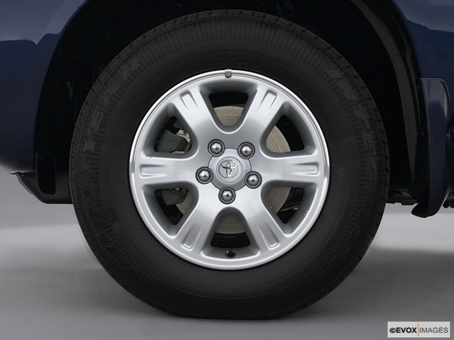 2001 Toyota Highlander Front Drivers side wheel at profile
