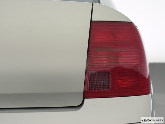 2001 Volkswagen Passat Passenger Side Taillight