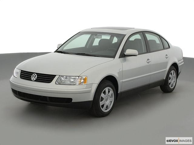 2001 Volkswagen Passat Front angle view