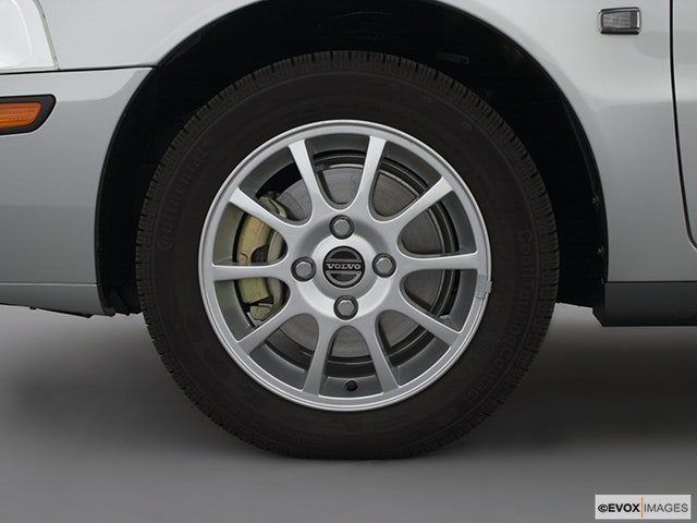 2001 Volvo V40 Front Drivers side wheel at profile