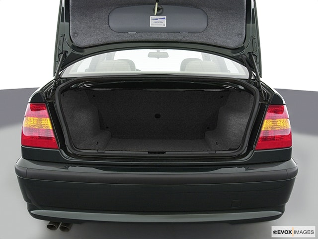 2002 BMW 3 Series Trunk open