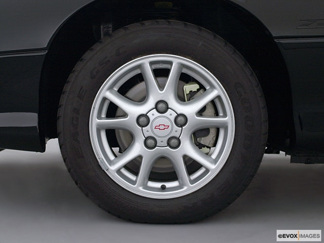 2002 Chevrolet Camaro Front Drivers side wheel at profile