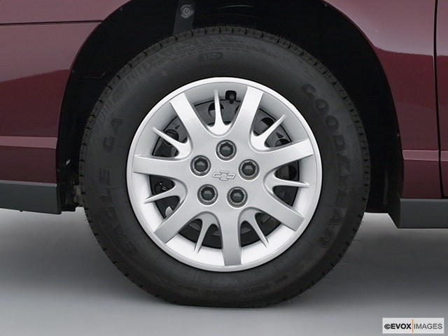 2002 Chevrolet Monte Carlo Front Drivers side wheel at profile