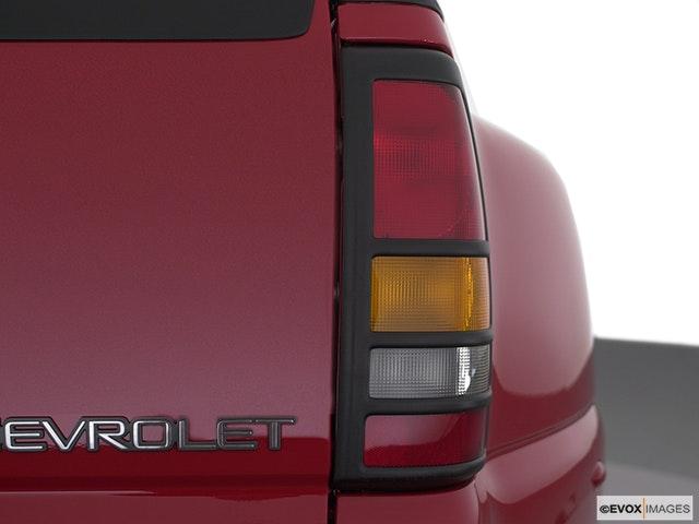 2002 Chevrolet Silverado 3500 Passenger Side Taillight