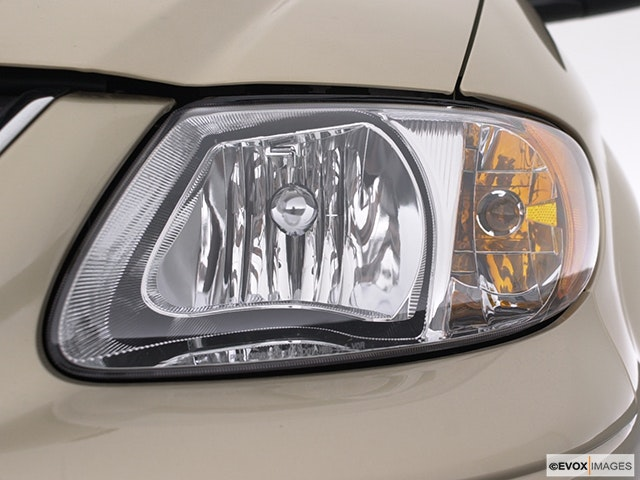 2002 Chrysler Town and Country Drivers Side Headlight