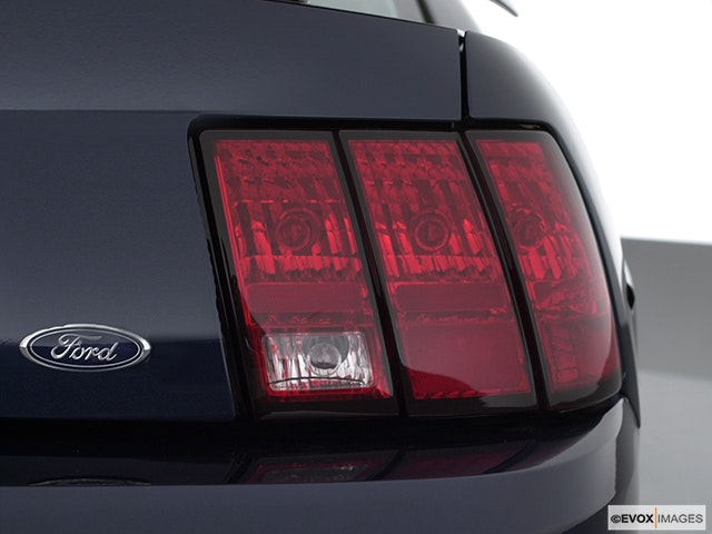 2002 Ford Mustang Passenger Side Taillight