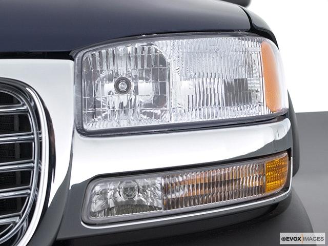 2002 GMC Sierra 2500HD Drivers Side Headlight